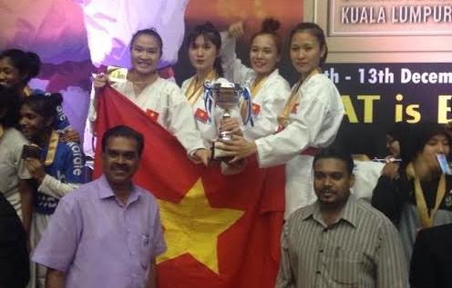 2015年马来西亚空手道公开赛:越南队夺得5枚金牌 hinh anh 1