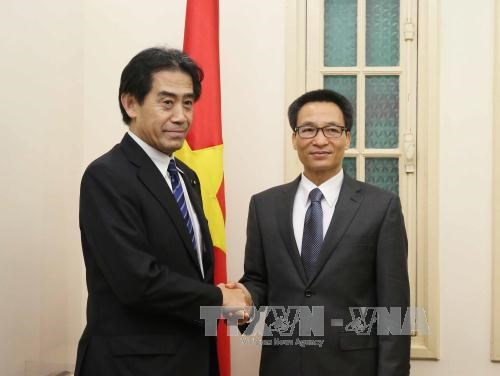 越南政府副总理会见日本众议院预算委员会委员长 hinh anh 1