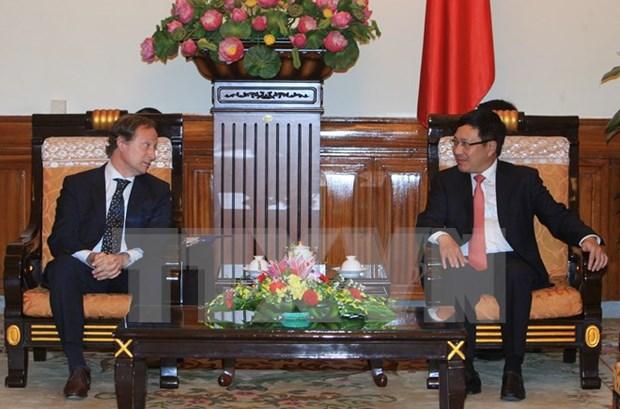 越南政府副总理兼外交部长范平明会见了欧盟驻越大使暨欧盟驻越代表团团长 hinh anh 1