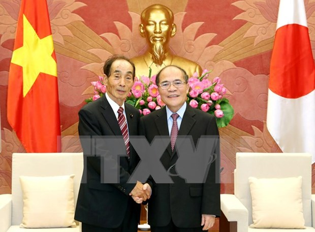 国会主席阮生雄会见日本参议院副议长舆石东 hinh anh 1