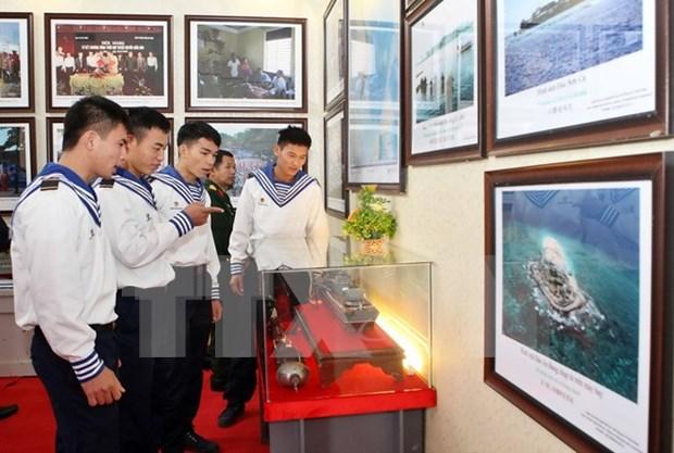 """""""黄沙和长沙归属越南—历史证据和法律依据""""地图和资料展在北江省开展 hinh anh 1"""