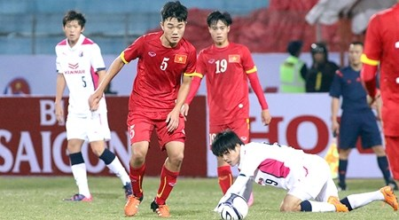 越南U23足球队与日本大阪塞雷佐足球队以2比2战平 hinh anh 1
