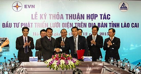 老街省同越南电力集团签署关于投入发展老街省电网的合作计划 hinh anh 1