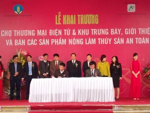 越南农林水产品电子商务展销会正式开展 hinh anh 1