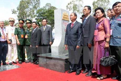 越南总理和柬埔寨首相将出席越柬陆地边界界碑落成典礼 hinh anh 1