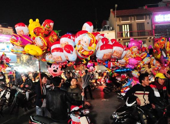 越南全国各地纷纷举行庆祝2015年圣诞节活动 hinh anh 1