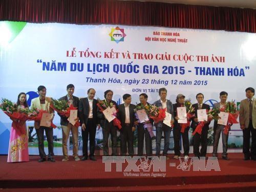 2015年国家旅游年:摄影比赛总结暨颁奖仪式在清化省举行 hinh anh 1