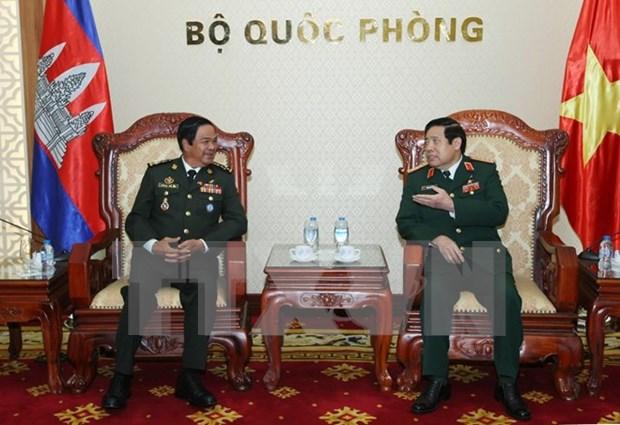 国防部长冯光青大将会见柬埔寨王家军退伍军人协会代表团 hinh anh 1