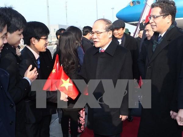 越南国会主席阮生雄到达北京开始对华进行正式友好访问 hinh anh 1