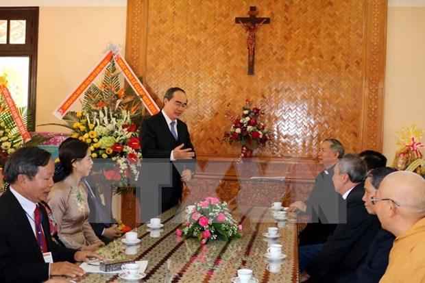 越南祖国阵线中央委员会主席走访慰问得乐省基督教神职人员和信教群众 hinh anh 1