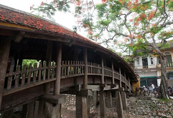 越南南城美丽的瓦顶木桥 hinh anh 2