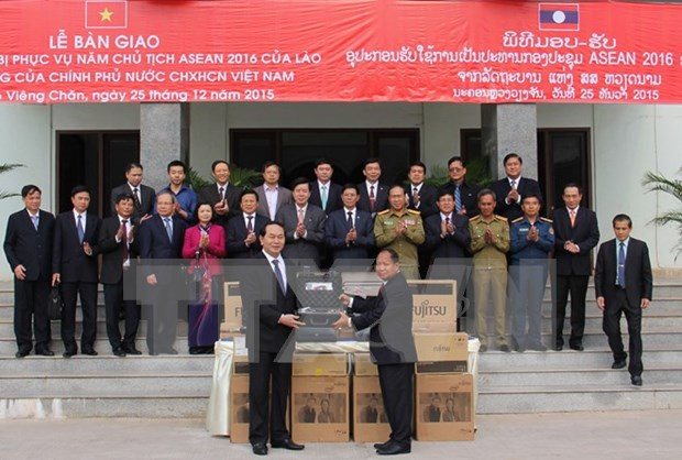 越南向老挝赠送安全监控专用设备 hinh anh 1