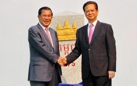 越南总理和柬埔寨首相出席安江省275号界碑揭牌仪式 hinh anh 1