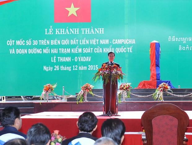 越南总理和柬埔寨首相出席越柬陆地边界界碑落成典礼 hinh anh 2