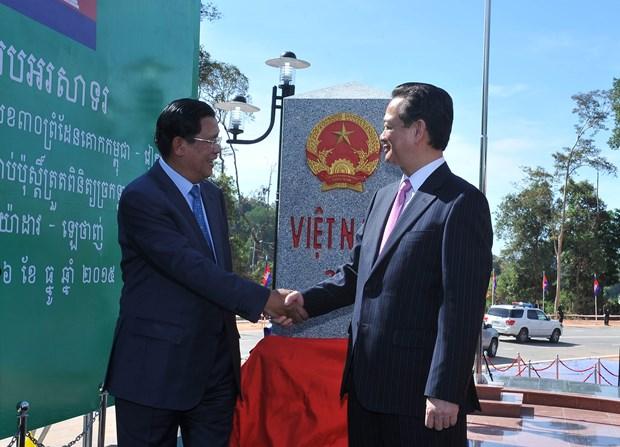 越南总理和柬埔寨首相出席越柬陆地边界界碑落成典礼 hinh anh 3
