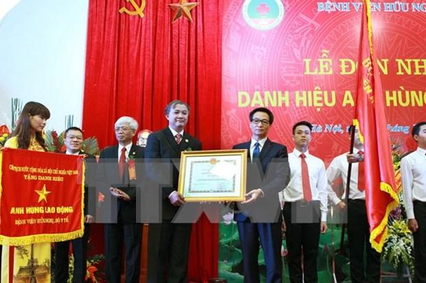 """越南友谊医院荣获""""劳动英雄""""称号 hinh anh 2"""