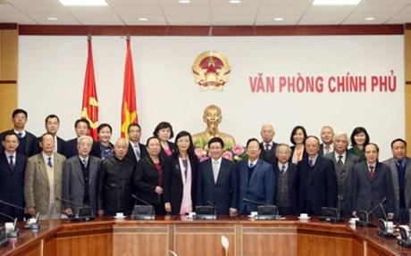 越南政府副总理兼外交部长范平明会见出席越中人民论坛第七次会议代表 hinh anh 1