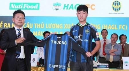 越南球员梁春长成为首个在韩国K-联赛效力的东南亚地区球员 hinh anh 1