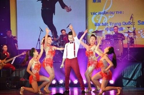 2015年中越歌曲演唱大赛在河内举行 hinh anh 1