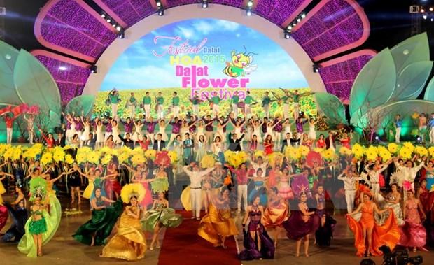 2015年第六次大叻花卉节精彩开幕 hinh anh 1