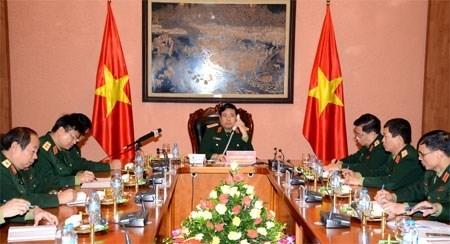 越南国防部长冯光青大将与中国国防部长常万全上将举行电话会谈 hinh anh 1