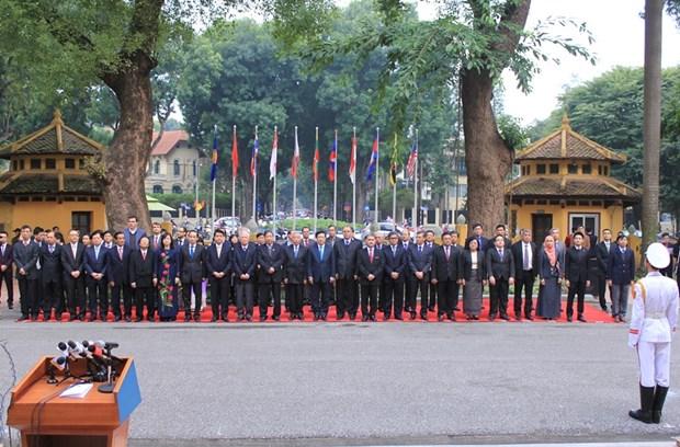 越南隆重举行东盟旗升旗仪式庆祝东盟共同体正式成立 hinh anh 2