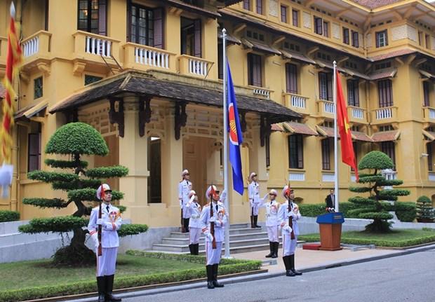 越南隆重举行东盟旗升旗仪式庆祝东盟共同体正式成立 hinh anh 1