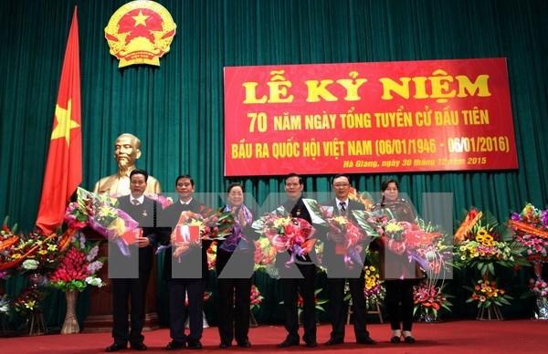 党、国家领导人会见各省历届国会代表 hinh anh 2