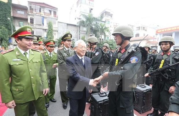 越共中央总书记阮富仲走访越南机动警察司令部 hinh anh 1