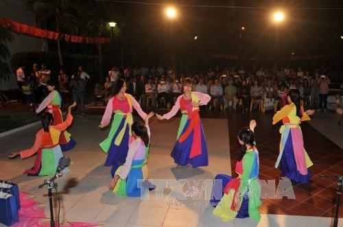 旅居古巴越南人喜迎2016新年 hinh anh 1