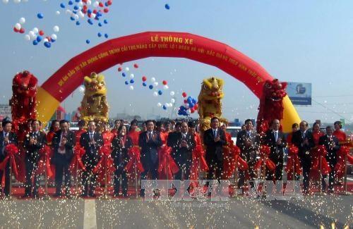 一号国道河内-北江路段升级改造项目通车仪式在北江举行 hinh anh 1