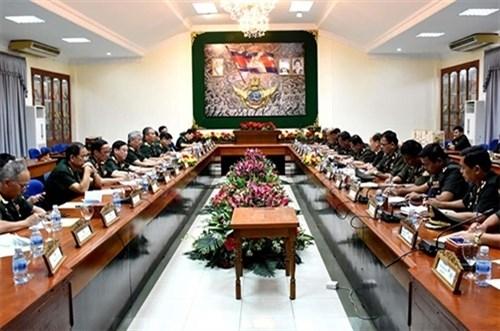 东盟国防军事合作——后续年度的愿景 hinh anh 1