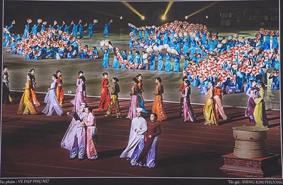 """""""越南妇女之美""""图片展在平顺省举行 hinh anh 1"""