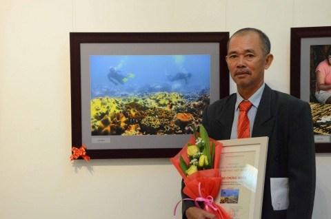 """""""探索越南""""摄影作品展在河内市举行 hinh anh 1"""