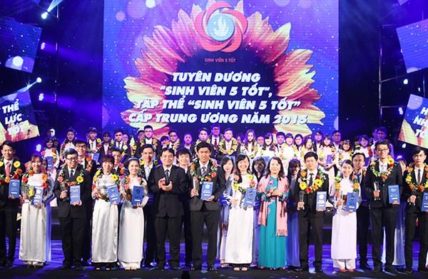 """""""正月之星""""和""""五好学生""""等奖项在河内颁奖 hinh anh 1"""