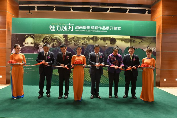 """""""魅力越南""""摄影绘画摄影展在中国北京举行 hinh anh 1"""