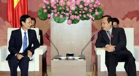 越南国会副主席黄玉山会见老挝客人 hinh anh 1