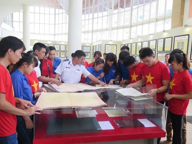 """黄沙与长沙归属越南:历史证据与法律依据""""地图资料展在谅山省举行 hinh anh 1"""