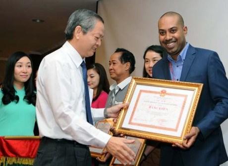 越捷航空公司被评为2015年旅游刺激模范企业 hinh anh 1