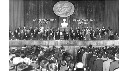 党的光辉历程:党的第五次大会——一切为了社会主义祖国和人民的幸福 hinh anh 1