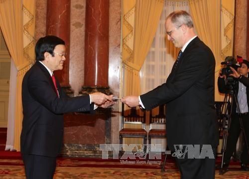 越南国家主席张晋创分别会见科威特和德国新任驻越南大使 hinh anh 3