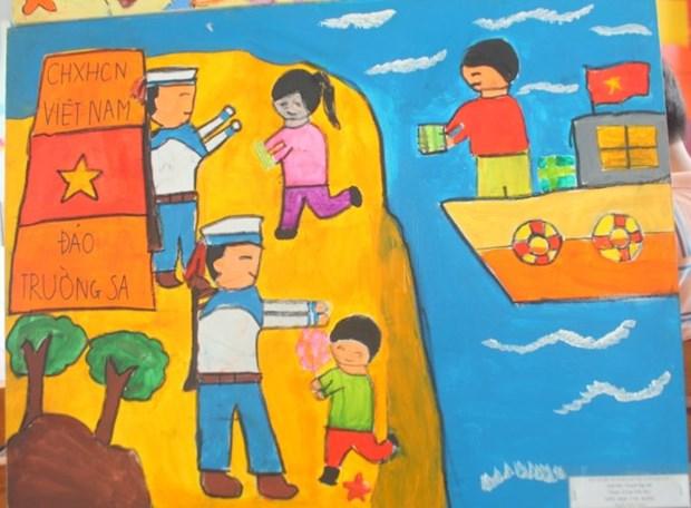 胡志明市100多名少年儿童参加《春天来到海岛》绘画比赛 hinh anh 1