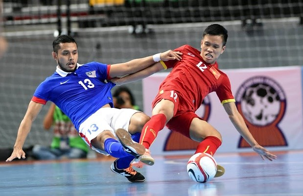 2016亚洲五人制足球锦标赛赛前准备:越南队与马来西亚队较量 hinh anh 1
