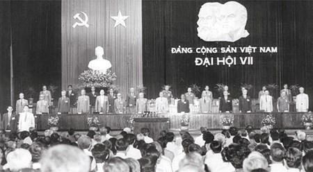 党的光辉历程:实现全面革新、推动国家走向社会主义的道路 hinh anh 1