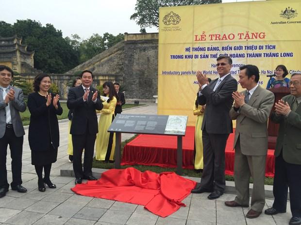 澳大利亚驻越大使馆向升龙皇城遗迹区赠送标识系统 hinh anh 1