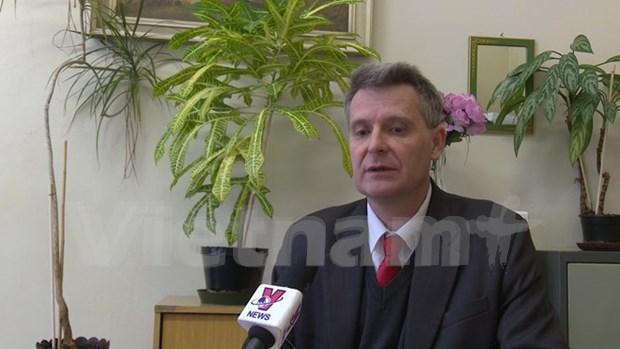 越共十二大:外国政界人士和媒体记者称越南革新事业一定取得新成就 hinh anh 2