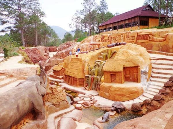 大叻市吸引游客的一处新旅游景点——黏土地道 hinh anh 1