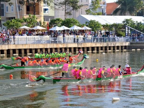 近400名运动员参加2016年胡志明市传统划船比赛 hinh anh 1