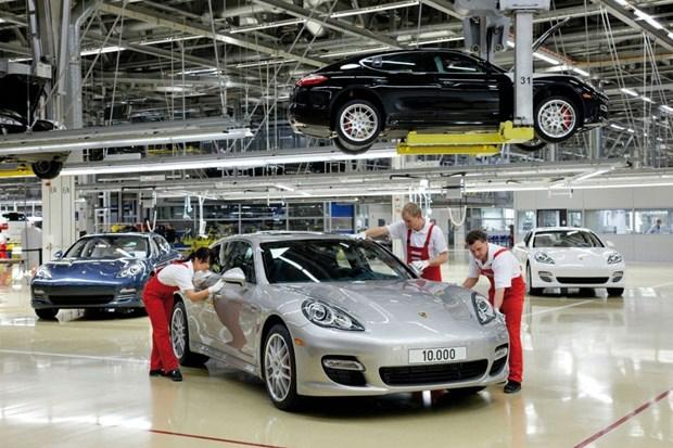 越南同俄罗斯、白俄罗斯在汽车制造与装配领域加强合作 hinh anh 1