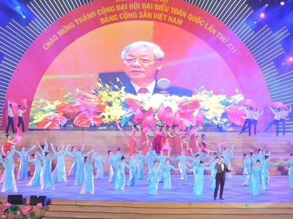 越南举行盛大文艺晚会 庆祝越共十二大取得圆满成功 hinh anh 1